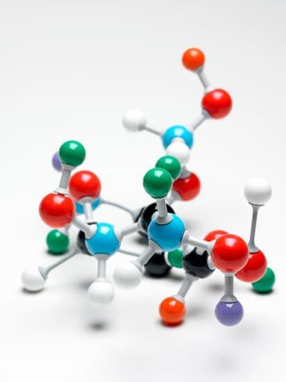 Negative Ionen binden sich an Staubpartikel und bilden sogenannte Cluster.