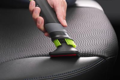 Die Polsterdüse ist ideal für Autositze.