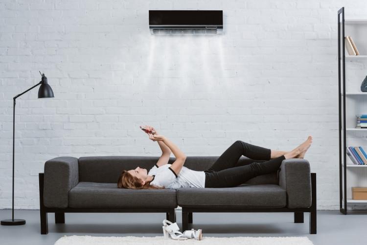 Split-Klimaanlage sind sehr leise aber teuer in der Anschaffung und müssen fix installiert werden.